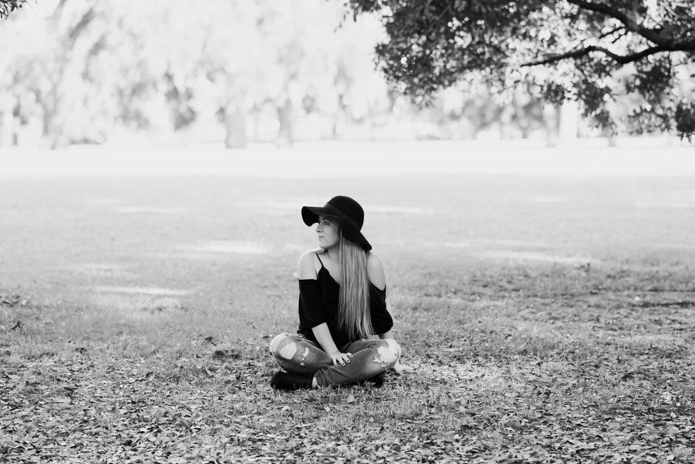 savannah-senior-photographer-senior-session-at-forsyth-park-in-savannah-georgia-meg-hill-photo-savannah-senior-photographer