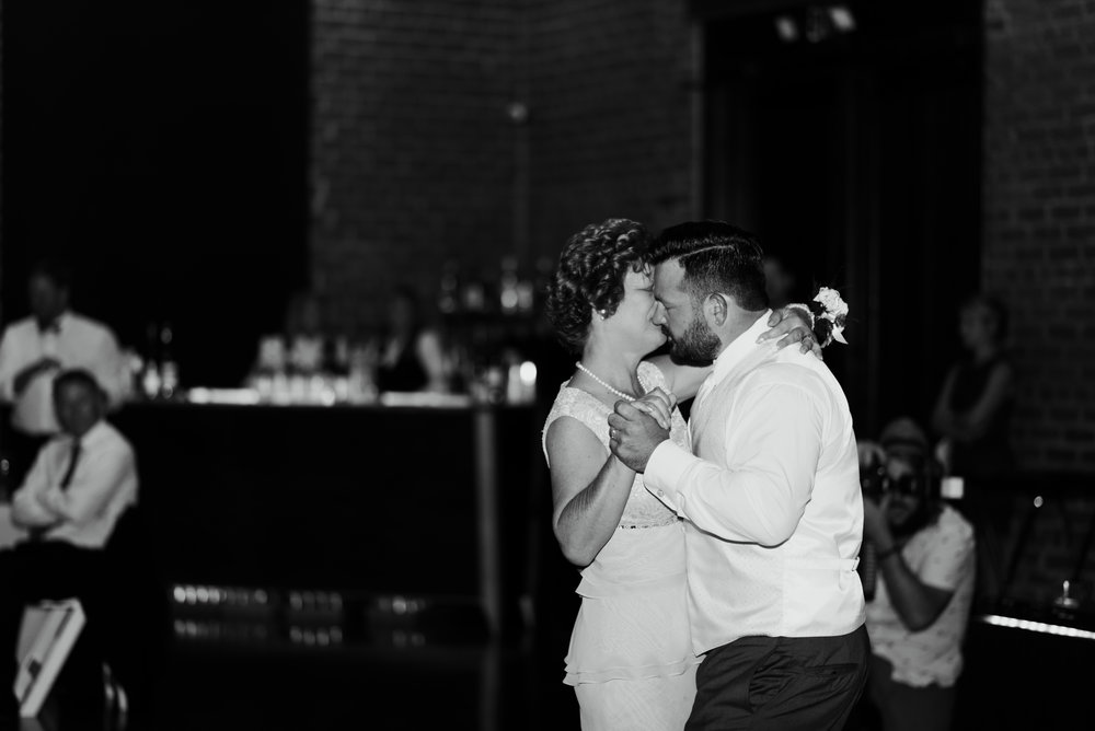 savannah-and-nick-savannah-georgia-july-wedding-meg-hill-photo- (728 of 172).jpg