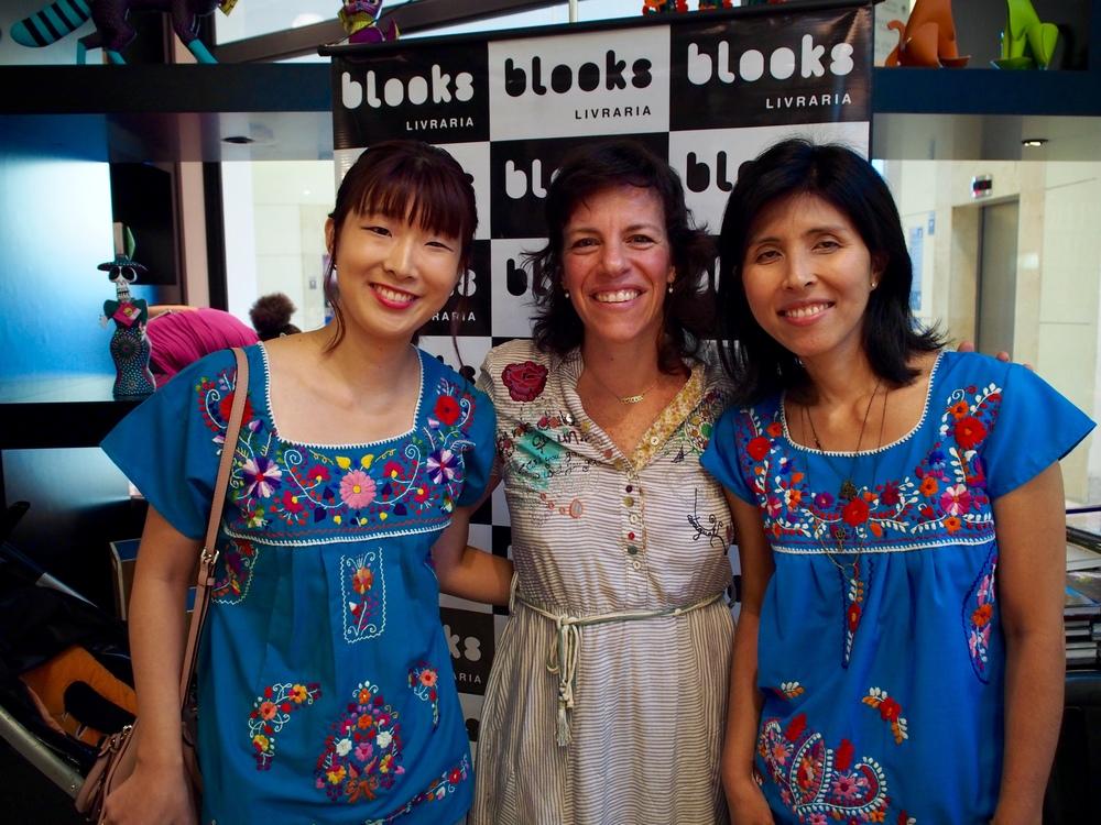 eu, Claudia e Andrea – as blusas combinando são coincidência, mas nem tanto... temos a mesma fornecedora, rs