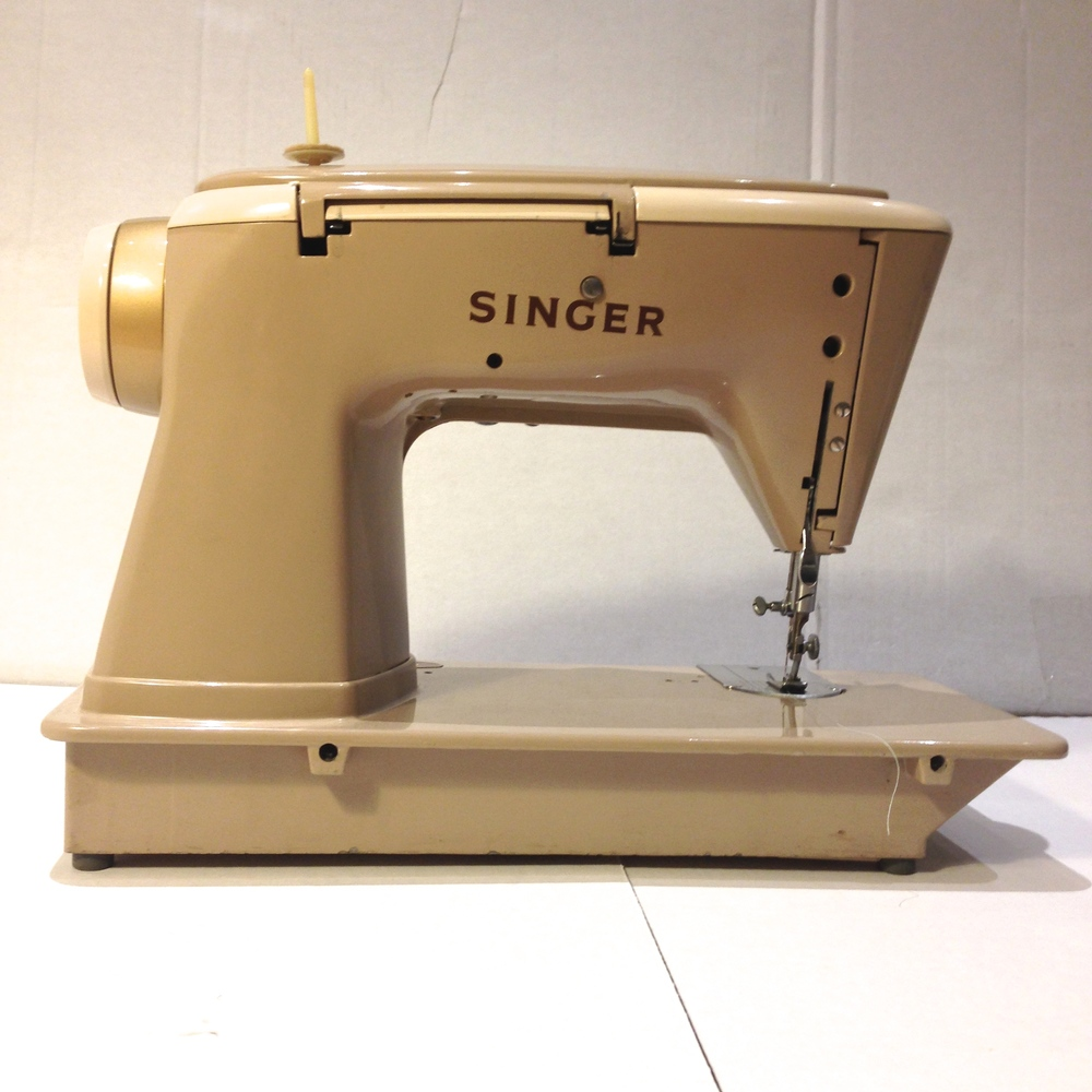 Singer 500a The Rocketeer Review Ashley And Noisemakers 648 Sewing Machine Threading Diagram Machines Ever Made Designed During Height Of Americas Space Craze With A Full Complement Futuristic Style Lines Accented By Brown