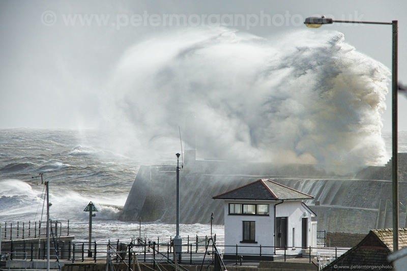 Storm Porthcawl Harbour 20140208_45.jpg