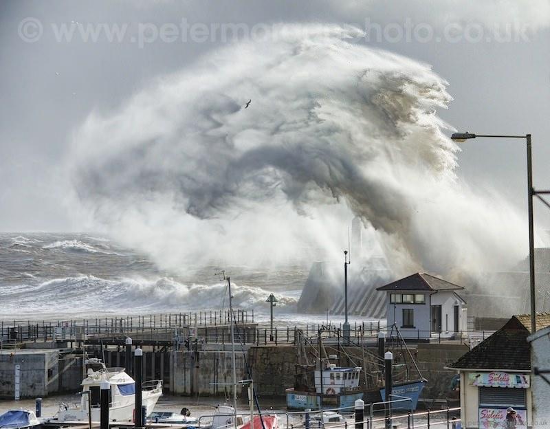 Storm Porthcawl Harbour 20140208_58.jpg