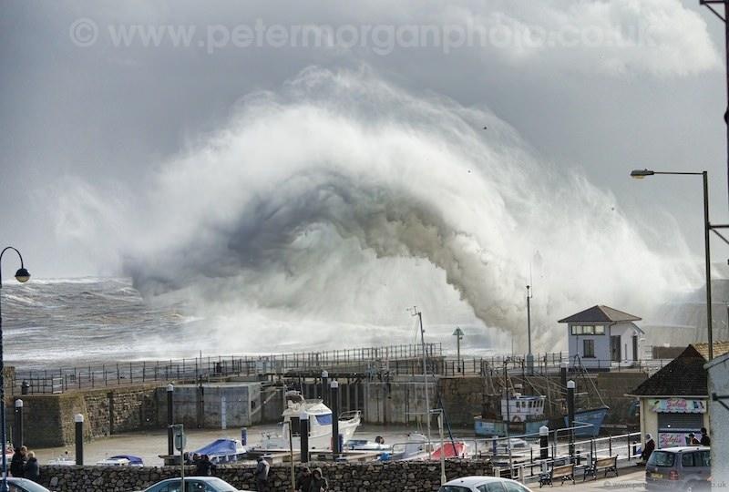 Storm Porthcawl Harbour 20140208_60.jpg