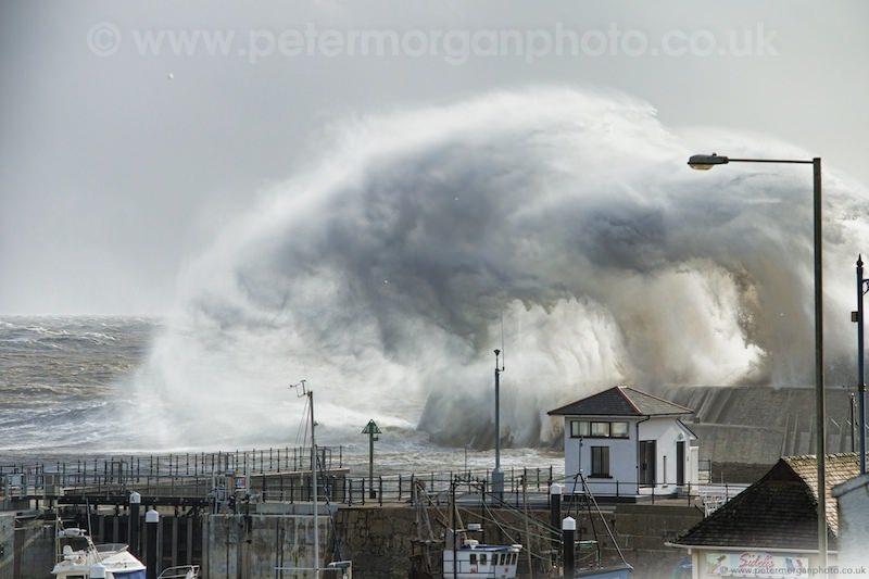 Storm Porthcawl Harbour 20140208_84.jpg