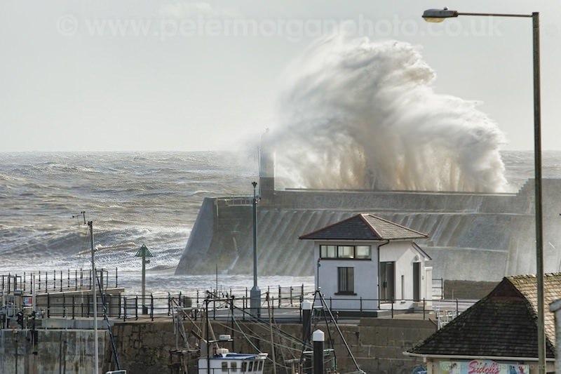 Storm Porthcawl Harbour 20140208_132.jpg