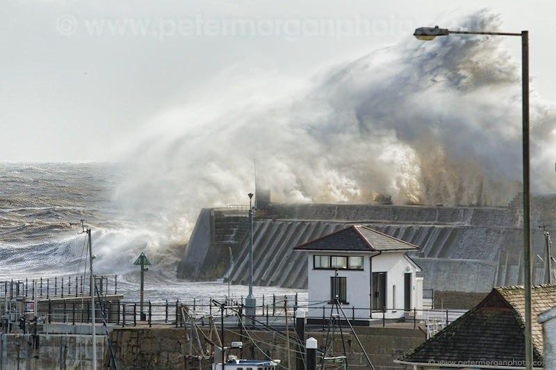 Storm Porthcawl Harbour 20140208_146.jpg