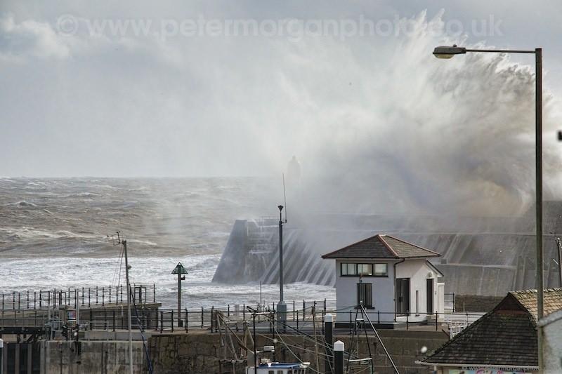 Storm Porthcawl Harbour 20140208_235.jpg
