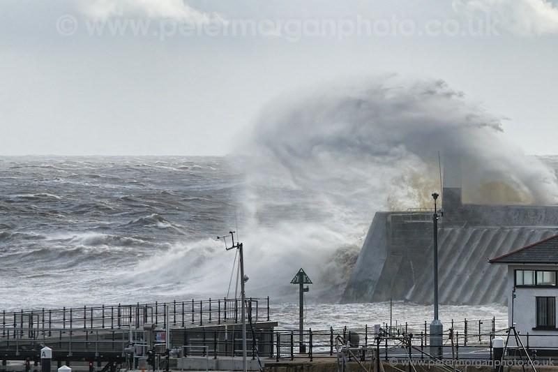 Storm Porthcawl Harbour 20140208_304.jpg