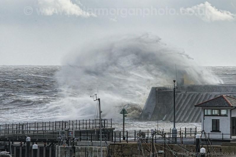 Storm Porthcawl Harbour 20140208_305.jpg