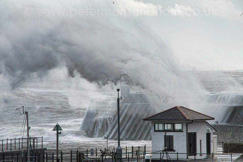 Storm Porthcawl Harbour 20140208_314.jpg