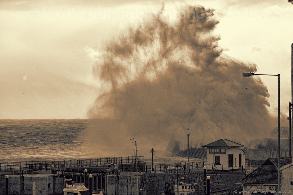 Storm Porthcawl Harbour 20140208_372.jpg