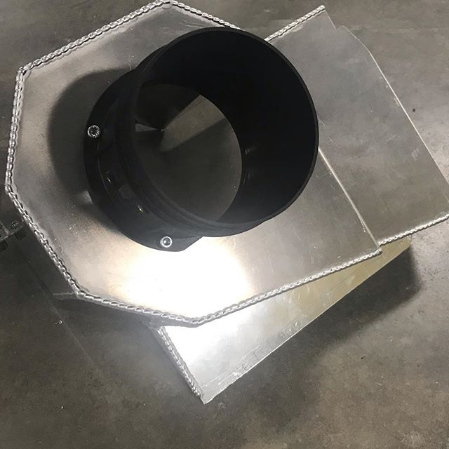 Custom airbox Bill fabricated for the Galaxie project. He does wonderful work and this 1 of 1 Galaxie is a work of art with fabrication like this throughout. Great job Bill! #manmadelegends