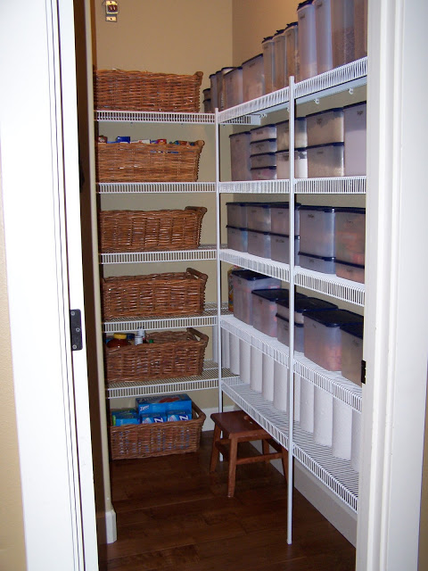 /blog.delightfulorder.com//2010/10/peak-inside-my-pantry.html