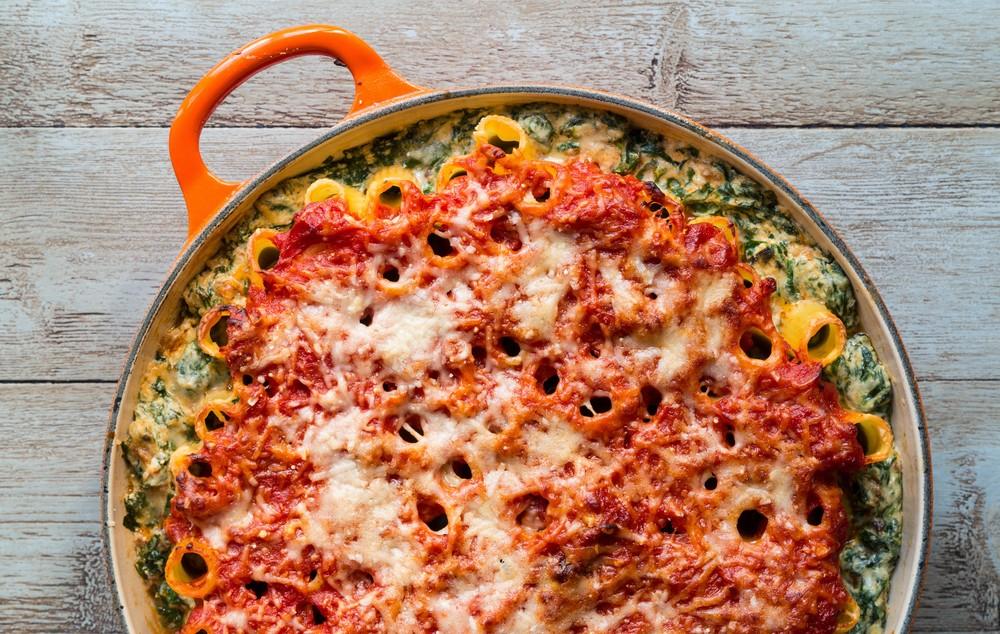 Spinach, ricotta & tomato rigatoni bake