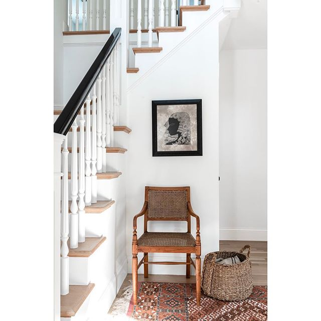 Love this little stairway nook by @blue.door.designs  More so because I am obsessed with that #vintage chair  Photography : @lindenharlow . . . . . . . #interior123 #interiorstyle #interiorphotographer #bostonphotographer #floridaphotographer  #sarasotaphotographer #interiordesignphotography  #whiteinteriors #decor  #entry #whitedecor #interiorphotography #details #stairway #housetour #style #laurahenryphoto  #instadecor #smmakelifebeautiful #houseenvy #finditstyleit #sodomino #jungalowstyle #homewithrue #showemyourstyled #ruedaily #lonnyliving #cljsquad #thenewsouthern