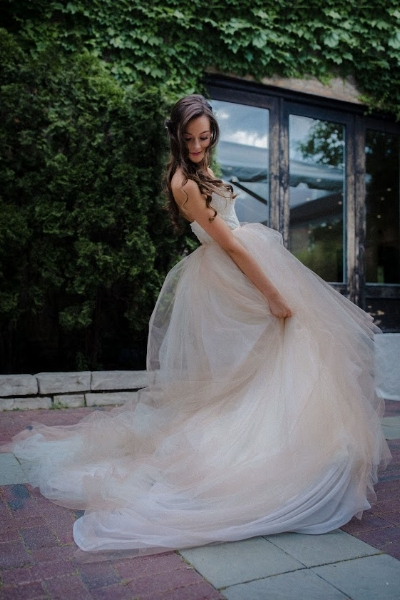 Twirling bridal dress picture
