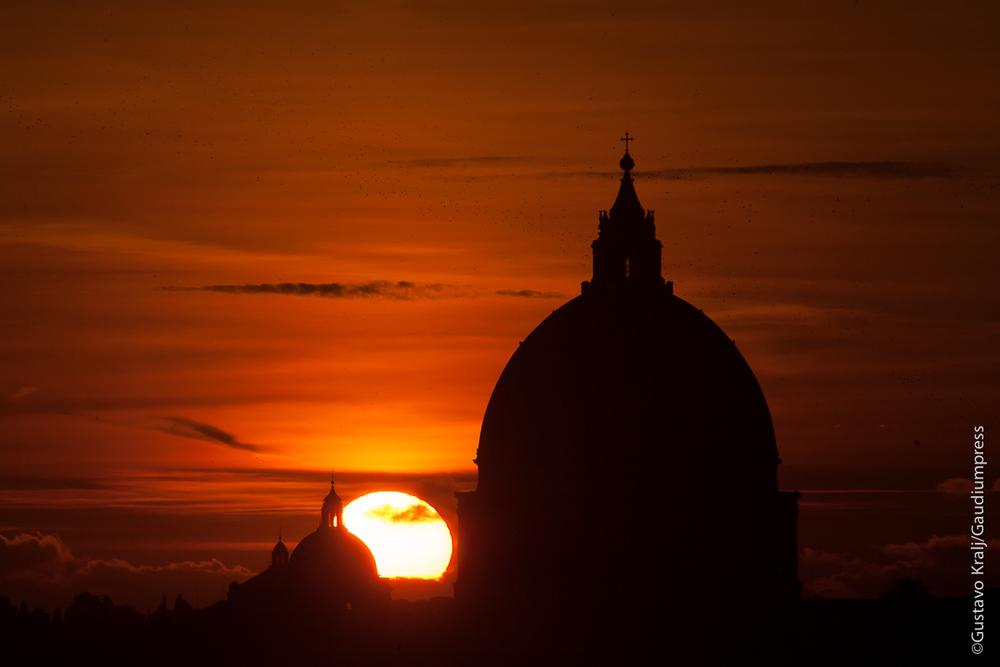 Roma: Cupulas en el atardecer invernal - Foto: Gustavo Kralj/Gaudiumpress