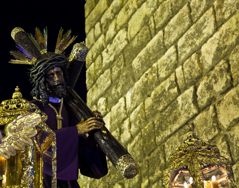 Sevilla: España: Jesus del Gran Poder lleva su Cruz en la 'Madrugá' sevillana.Foto: Gustavo Kralj/Gaudiumpress