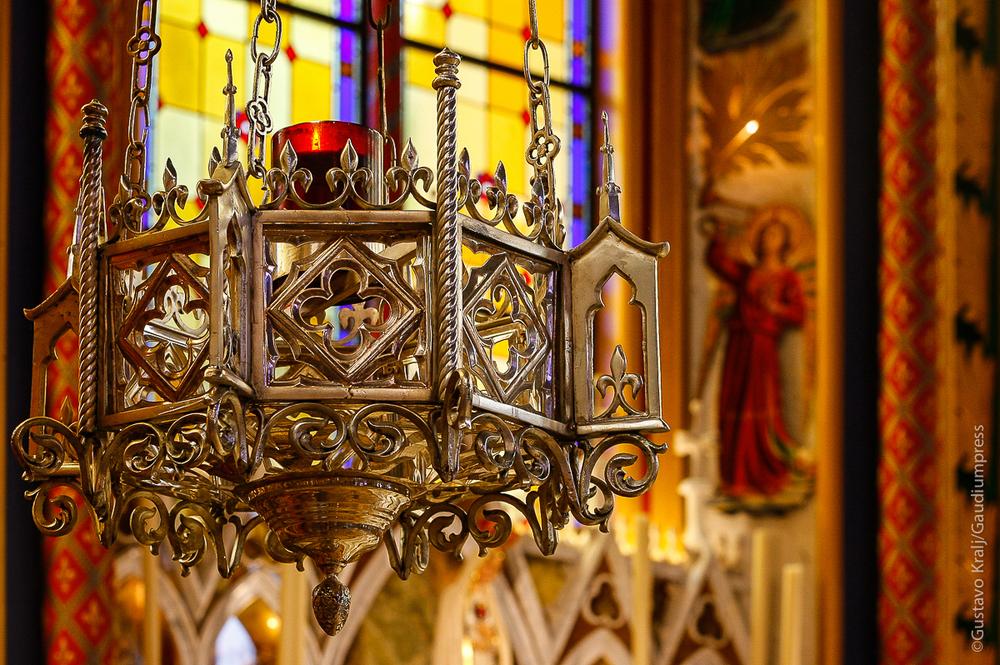 Basilica de los Heraldos del Evangelio, Brasil: lampara del Ssmo. Sacramento: Foto Gustavo Kralj/Gaudiumpress