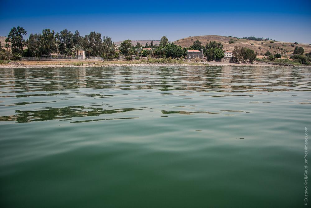 Mar de Galilea e Iglesia del Primado de Pedro. Foto: Gustavo Kralj/GaudiumpressImages