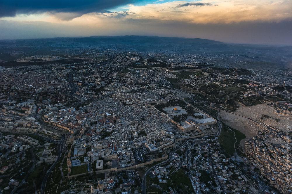 """""""De todo lo que ustedes contemplan, un día no quedará piedra sobre piedra: todo será destruido"""". Jerusalem, Vista aérea de os Santos Lugares. Foto: Gustavo Kralj/GauddiumpressImages.com"""
