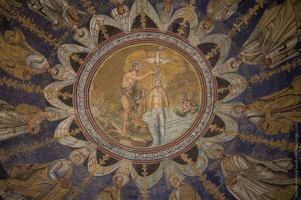 Ravenna, Italia: Jesus Bautizado. Mosaicos del siglo V. Foto: Gustavo Kralj/GaudiumpressImages.com