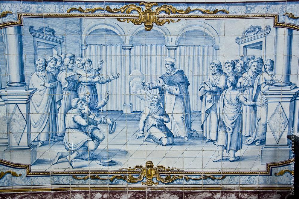 Bahia, Brasil: Santo Domingo exorcisa usando el Rosario. Mosaico. Foto: Gustavo Kralj/GaudiumpressImages.com