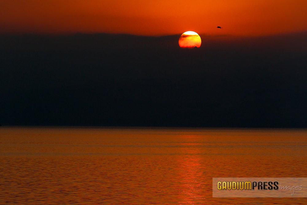 Tierra Santa: Amanecer en el Mar de Galilea - Foto: Gustavo Kralj/GaudiumpressImages,com