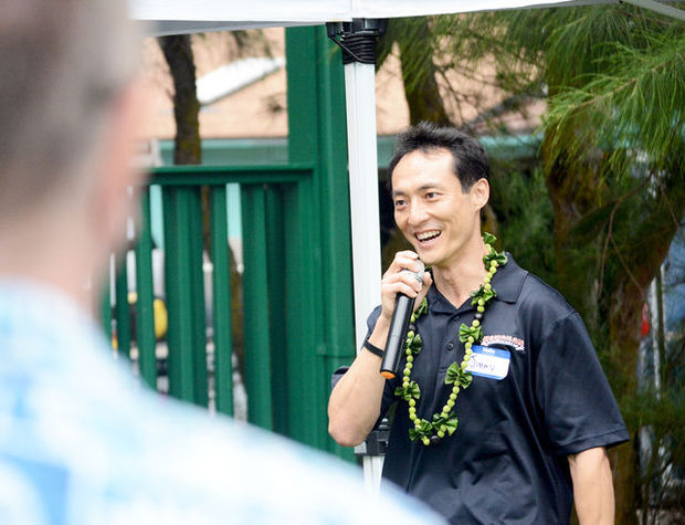 JA alumnus and founder of Hawaiian Chip Company Jimmy Chan speaks to JA of Hawaii supporters at Hotel Coral Reef in Kappa on Friday, Sept. 11. Photo courtesy of The Guardian Island.