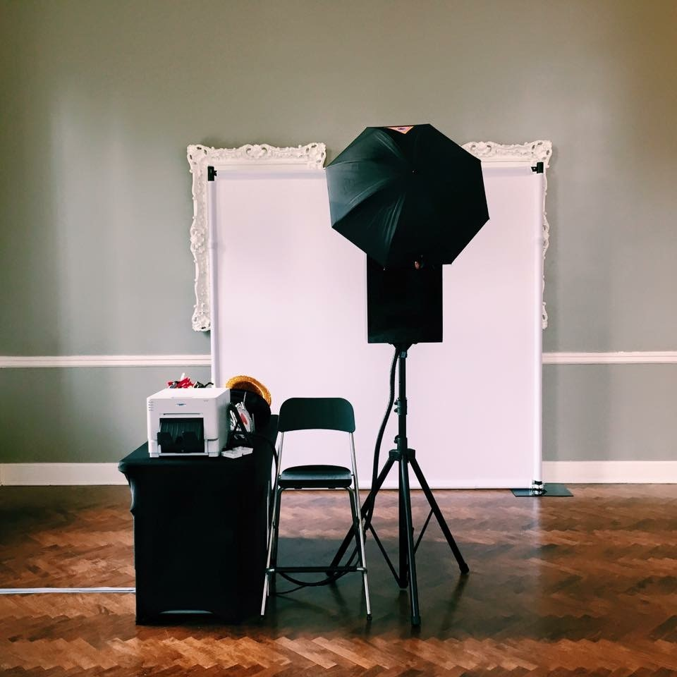 Offering the same great features as the traditional style, the photo studio is spacious, providing a red carpet style experience fit for large groups.