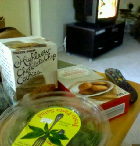 Lunch.  My trader joes haul, waiting on the tater tots in the oven, and the epic telenovela, Día de Nuestras Vidas.
