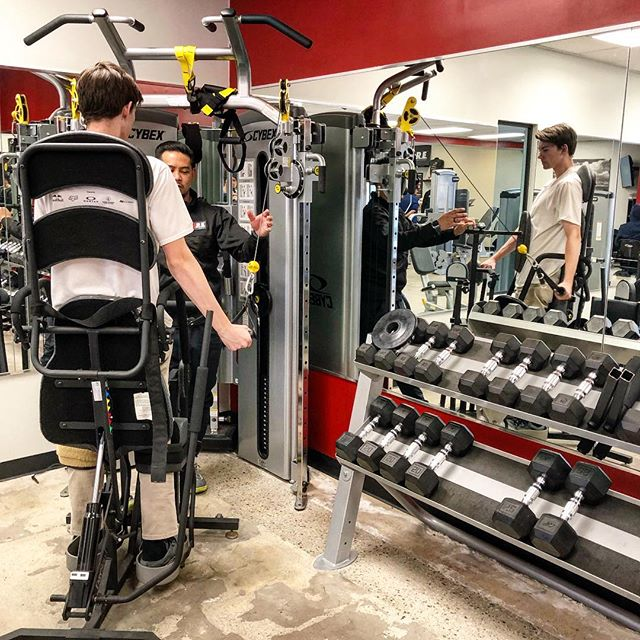 Think outside the box. @sam_audenino performing a cable strengthening protocol on the @cybexintl Bravo machine while standing in a @easystand standing frame. 💪🏼 #exerciseisforeverybody  #restorativeexercise #exerciseismedicine #exercisescience #adaptiveexercise #exercise #mindfulmovement #integratedtherapy #adaptivefitness #health #fitness #recovery #progress #wellness #togetherwerise #riseabove #corecommunity #mondaymotivation #spinalcordinjuryrecovery #spinalcordinjury #thinkoutsidethebox