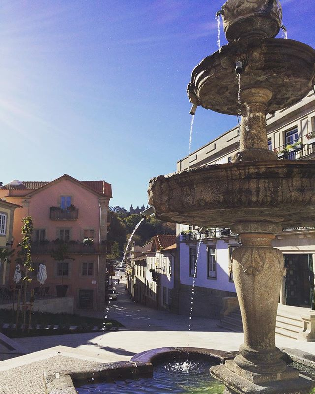 Early morning walk at its best #Portugal #earlybird #blue #sunshine #fountain #startingthedayright