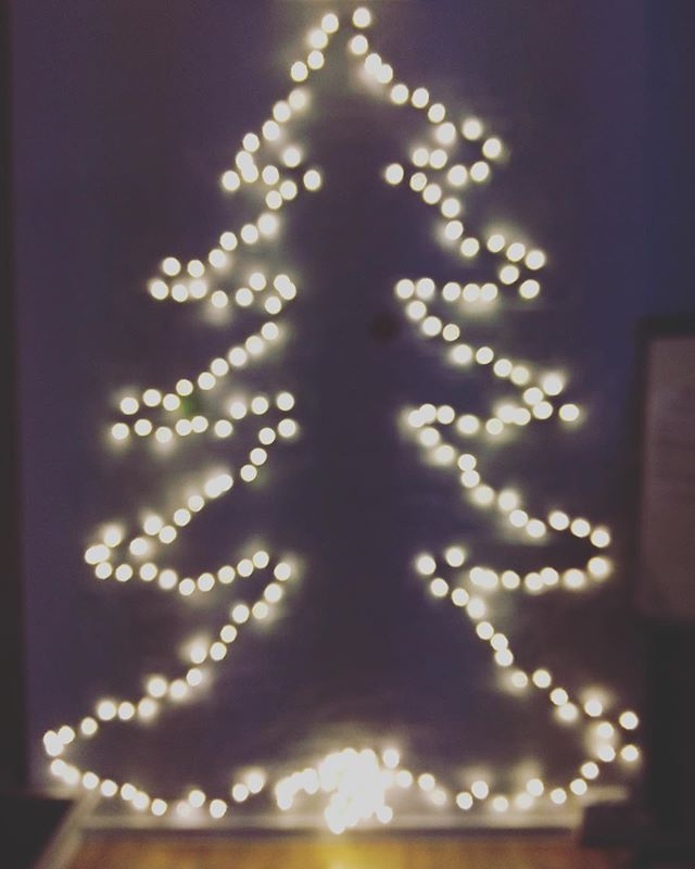 When it's getting dark outside, we simply turn on our Christmas tree 🎄 #christmas #lights #winter #berlin #officelife