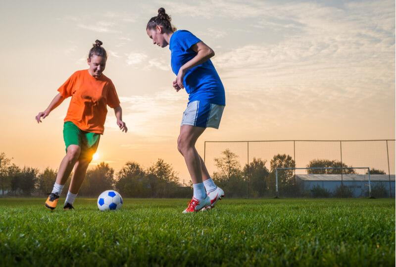 Women-playing-football.jpg