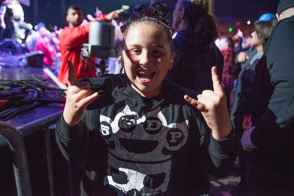 Young girl from Five Finger Death Punch segment at RIFF FEST 2017, Photo: ACRONYM