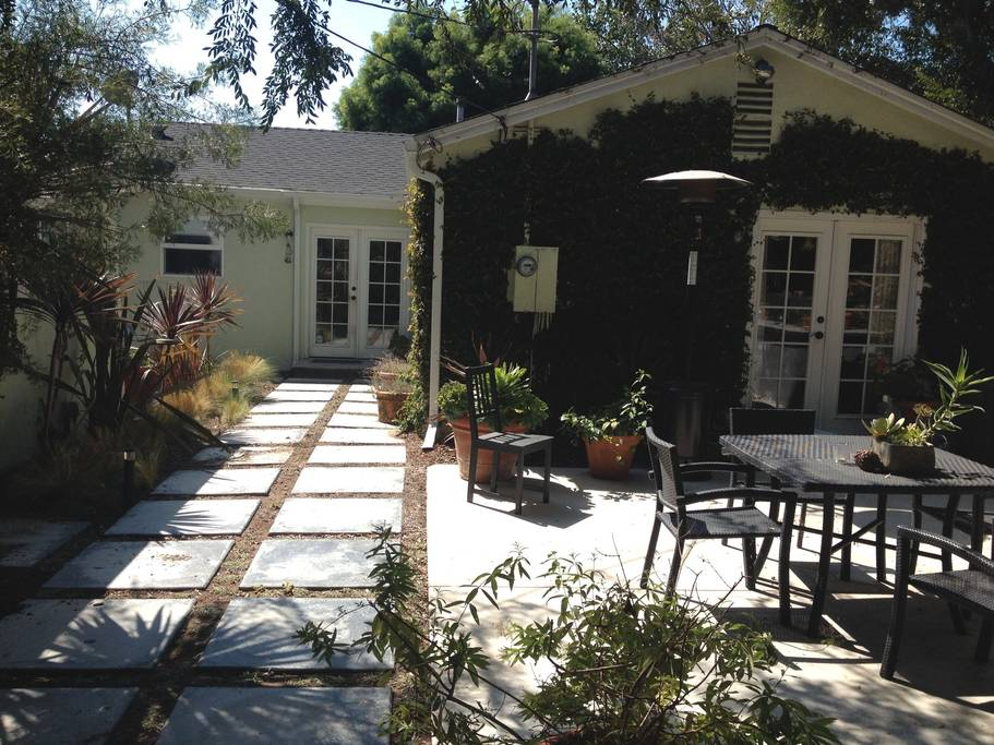 3-night Stay in cozy Los Angeles Cottage