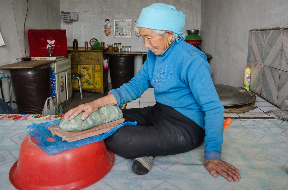 Shi Yumei, at 78, was one of the oldest residents of Niujiatan before she and her son moved away in 2013. With her two bad knees, it was hard to get out and socialize. Hand-making in her home brought a steady stream of visitors and welcome diversion. When I finished her right hand, she asked if I would make her left hand  and  her feet.