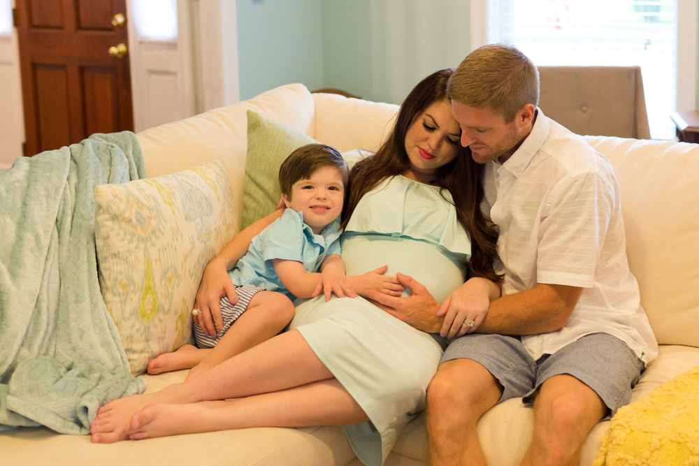family maternity lifestyle photo in living room (Uninvented Colors Photography)
