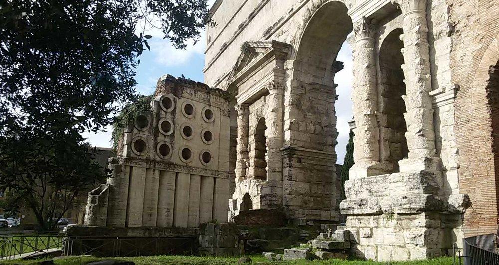 Porta Maggiore.jpg