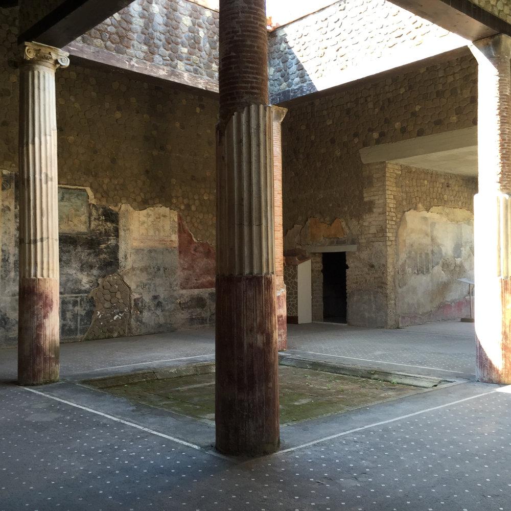 Stabiae villa atrium.jpg