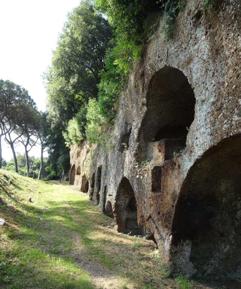 Etruscan tombs, SutriDSC05979.JPG