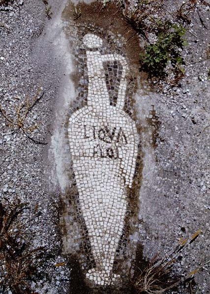 liquamen urceus  shown on mosaic from Pompeii.jpg