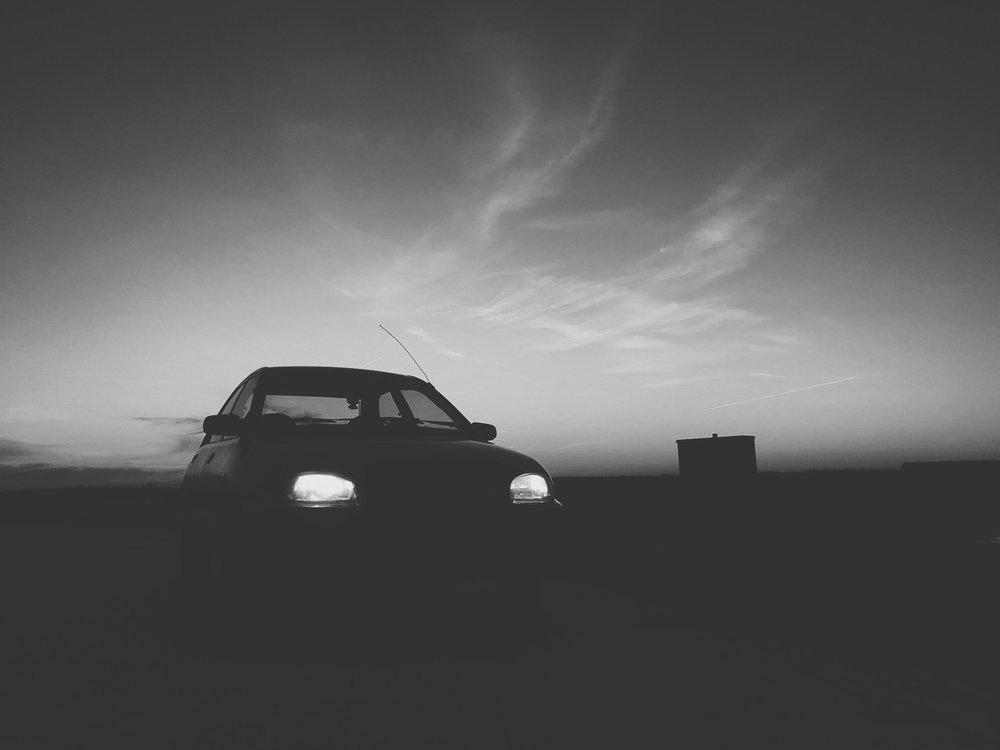 汽车照明 - 开启下一代车用大功率光源:低热量、小尺寸、高亮度。