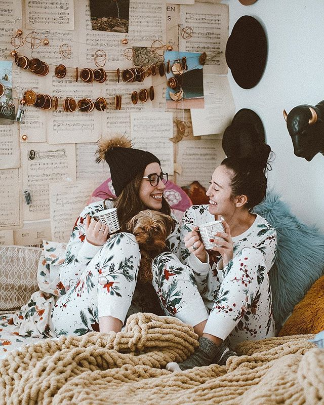CHRISTMAS MORNING JAMMIES WITH MY BEST FRIEND @andreadillon_ ❤️🎄 MERRY CHRISTMAS EVERYONE!  Hope it's filled with tons of LOVE AND JOY✨😊 comment your favorite gift below! ✨💕