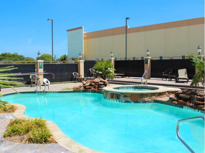 pool-hot-tub.lqimg.slide.jpg