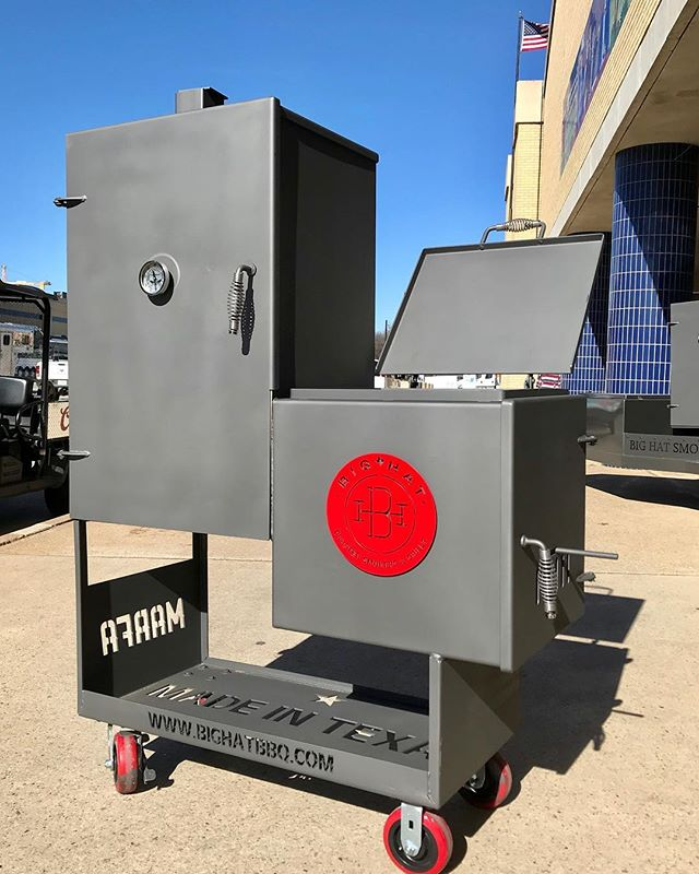 "Princess June got her own Big Hat limited edition ""Mini Marfa"", Graphite Grey with red accents. On display at the @fwssr @_juniemarie_ #ilovemybighat #bbq🍖 #marfa #bbqsmoker"