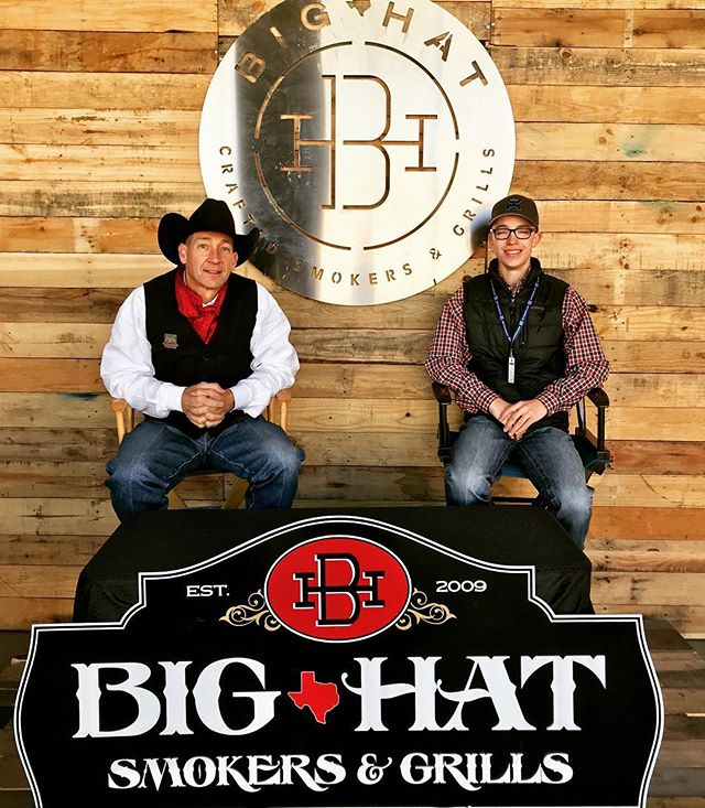 Fresh new signage at the @fwssr and killer hot deals on all crafted smokers. #ilovemybighat #bbq🍖  @rws_photos