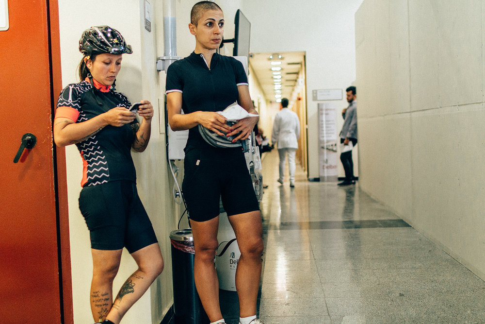 Before all chemo sessions, you have to do blood tests for the doctors to check your immunity, since the drugs make your white cells to drop greatly. And there I go to the lab after a ride. My friend Talita was there with me, always. We were a hell of a couple of riders on the queue.