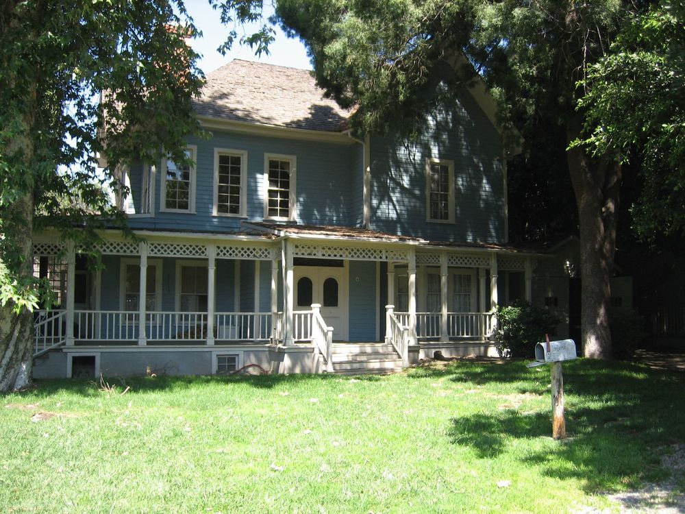 Gilmore Girls House in fictional Stars Hollow - CC image by Flickr user Mikani